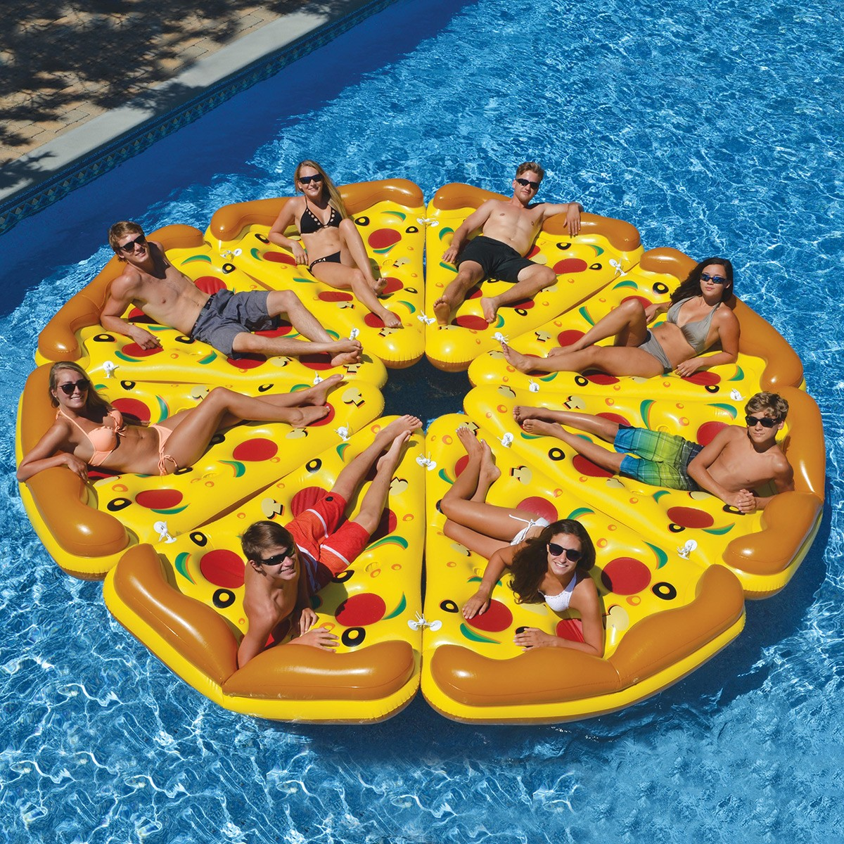 Important this giant inflatable pizza slice floatie - Matelas de piscine gonflable ...